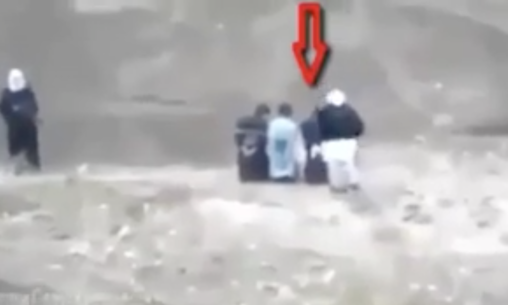 [WATCH] Captured Man Turns Tables On ISIS, Moments Before His Execution