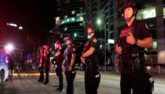 """Burger Joint BLASTS """"F*CK The Police"""" On Repeat As Officers Dine Inside"""