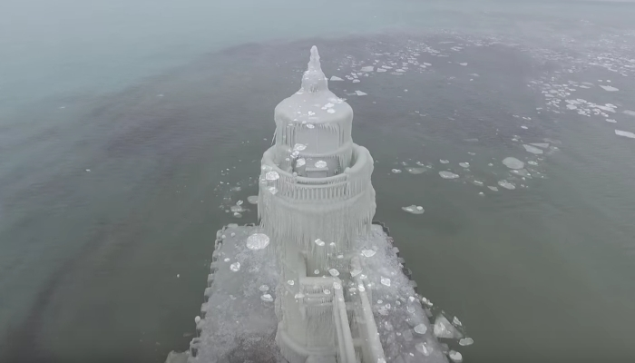 Frozen Michigan Lighthouse Is Unlike ANYTHING You Have Ever Seen [VIDEO]