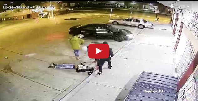 [WATCH] Three Armed Suspects Violently Rob and Attack a Man, Knocking Him Unconscious