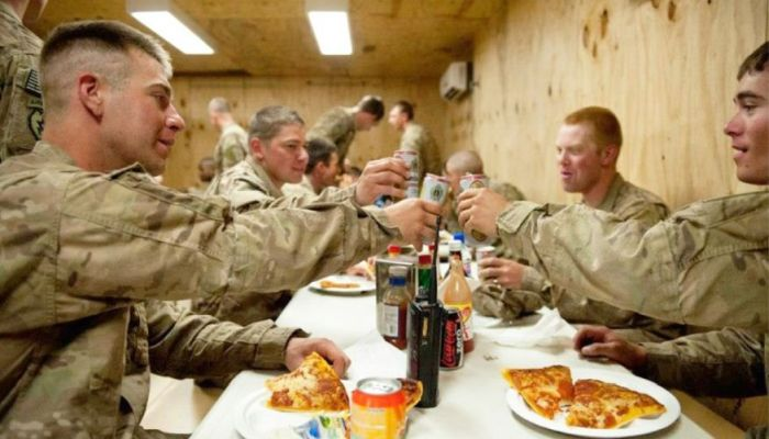 Air Force Veteran Sends HUNDREDS Of Pizzas To Troops For Super Bowl Sunday
