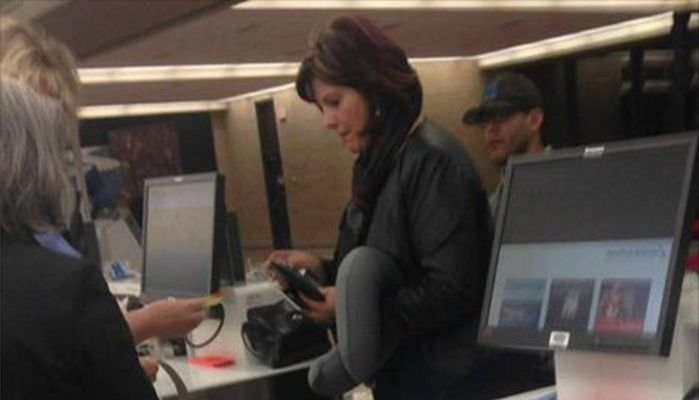 Look Closer And You Will See Why A Photo Of This Woman Has Gone Viral