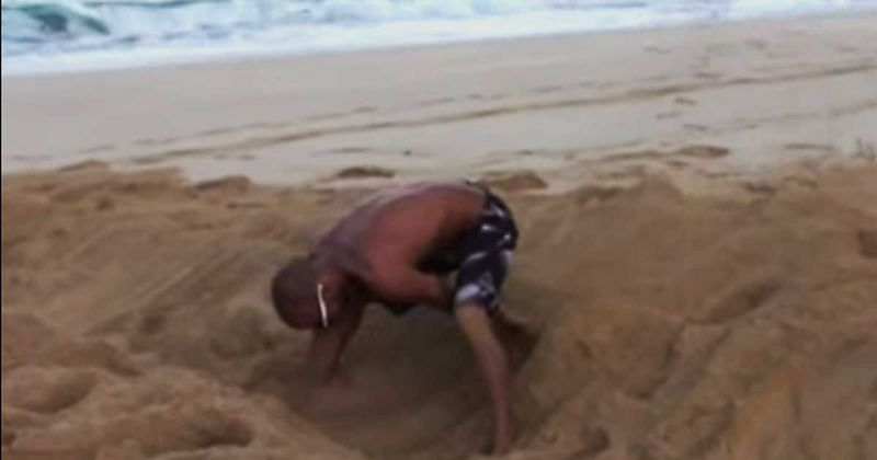 He Digs A Hole In The Sand And When The Waves Hit, Everyone Stares In AWE [VIDEO]