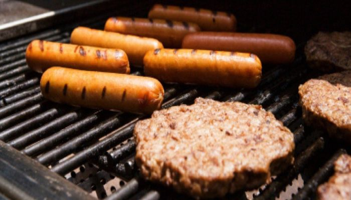 Yale College Republicans Host Barbecue Right Next To Hunger Strike
