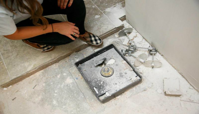 While Renovating Their Kitchen, They Found A Safe. Then They Opened It… [PHOTOS]
