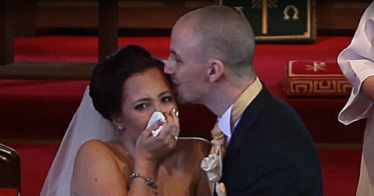 Groom Stops Wedding To Tell Bride To Turn Around. When It Clicks As To Why, She Loses It