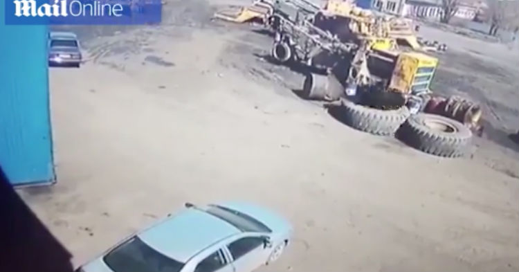 Lazy Worker Makes Biggest Mistake Of His Life, Now Pay Attention To The Car [VIDEO]