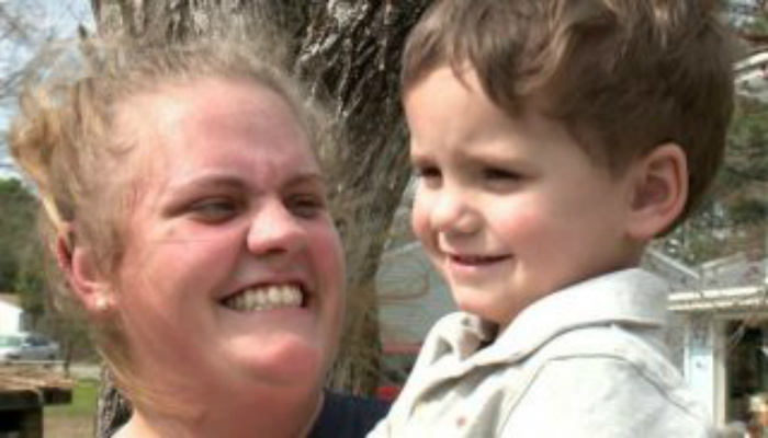 Three-Year-Old Son Races Toward Neighbor's House. That's When Mom Sees the Blood And Quickly Reacts [VIDEO]