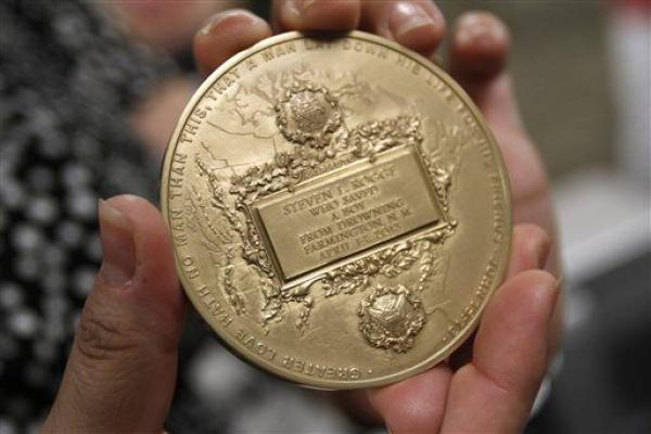 Doctor Killed Trying To Help A Neighbor Gets Heroic Medal