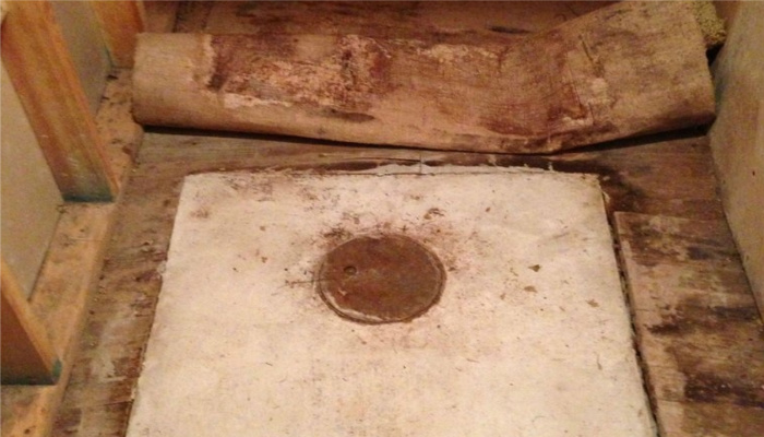 Man Ripped Up His Grandparent's Old Carpet, What He Found Under… Jackpot! [PHOTOS]