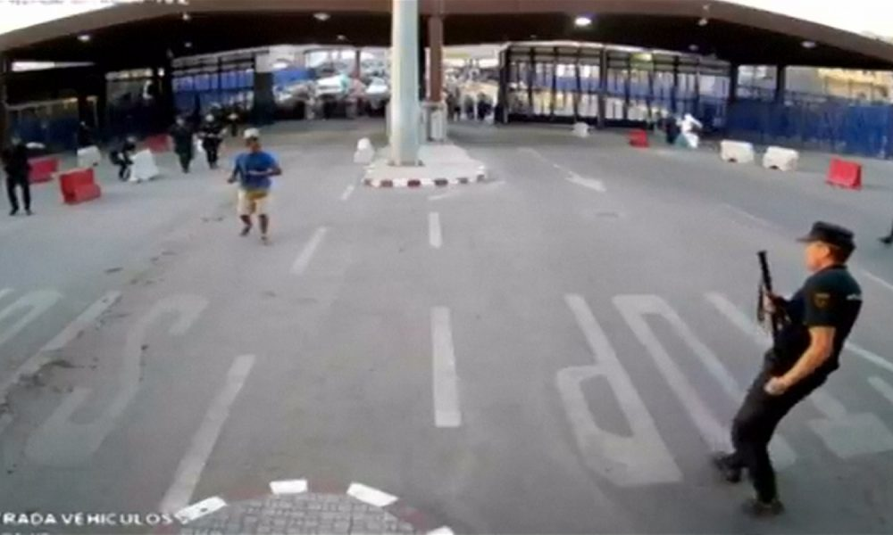 """Watch Policeman Take Out """"Allahu Akbar"""" Attacker With Unusual Item [VIDEO]"""