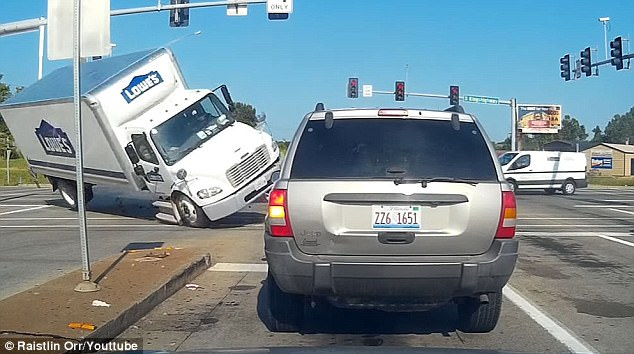 Watch Lowes Truck Run Red Light Causing Major Traffic Accident [VIDEO]