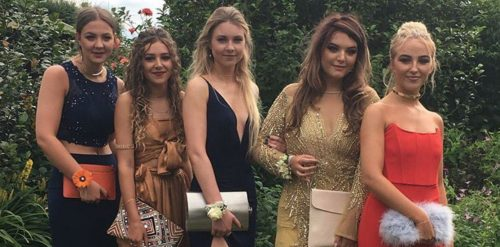 Can You Spot Why Photo Of Six Teens Going To Prom Sent The Internet Into A Frenzy?